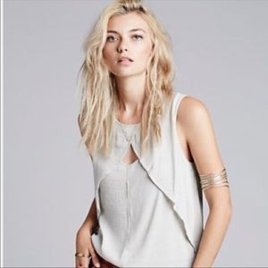 **FREE PEOPLE CHEST KEYHOLE TANK TOP**